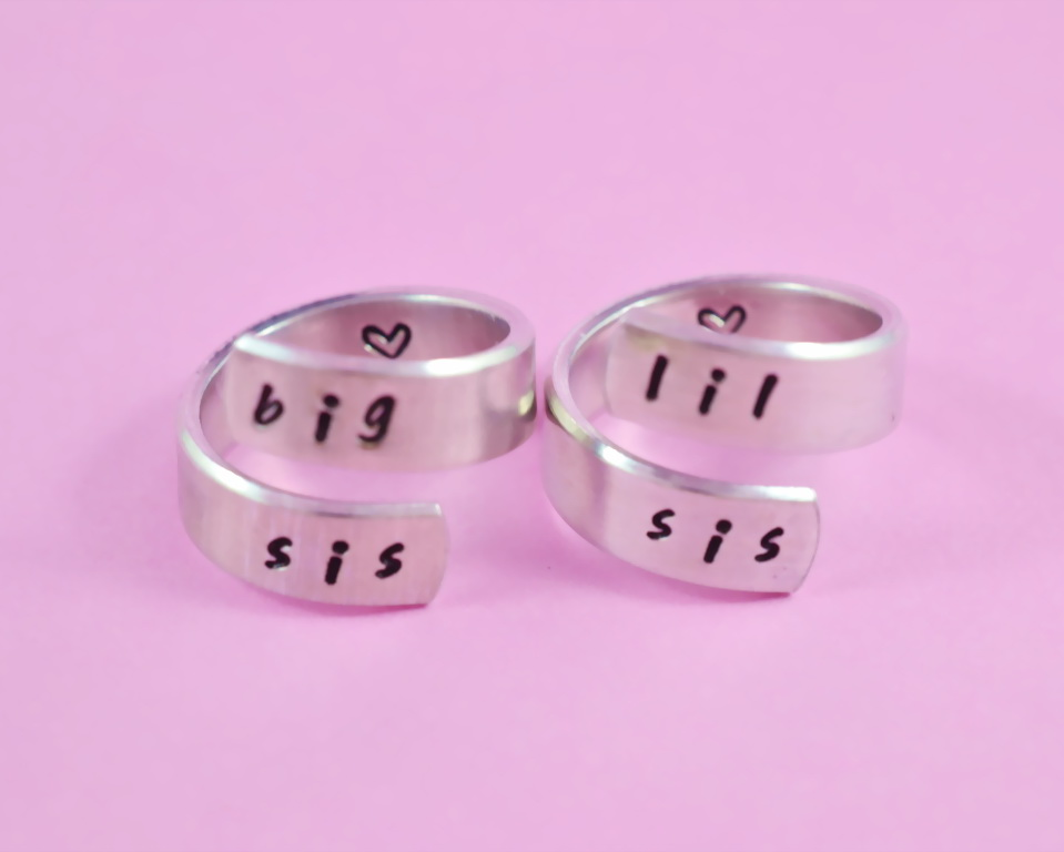 big sis / lil sis - Hand stamped Spiral Aluminum Ring Set, Personalized Sister Rings, Friendship Gift, BFF Gift, Birthday Gift,Graduation Gift, Handwritten Font